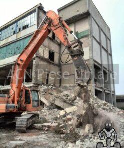 Excavator cu foarfeca hidraulica de inchiriat